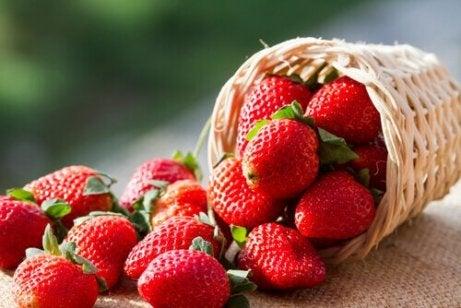 TOP 10 Fructe Arzatoare de Grasime