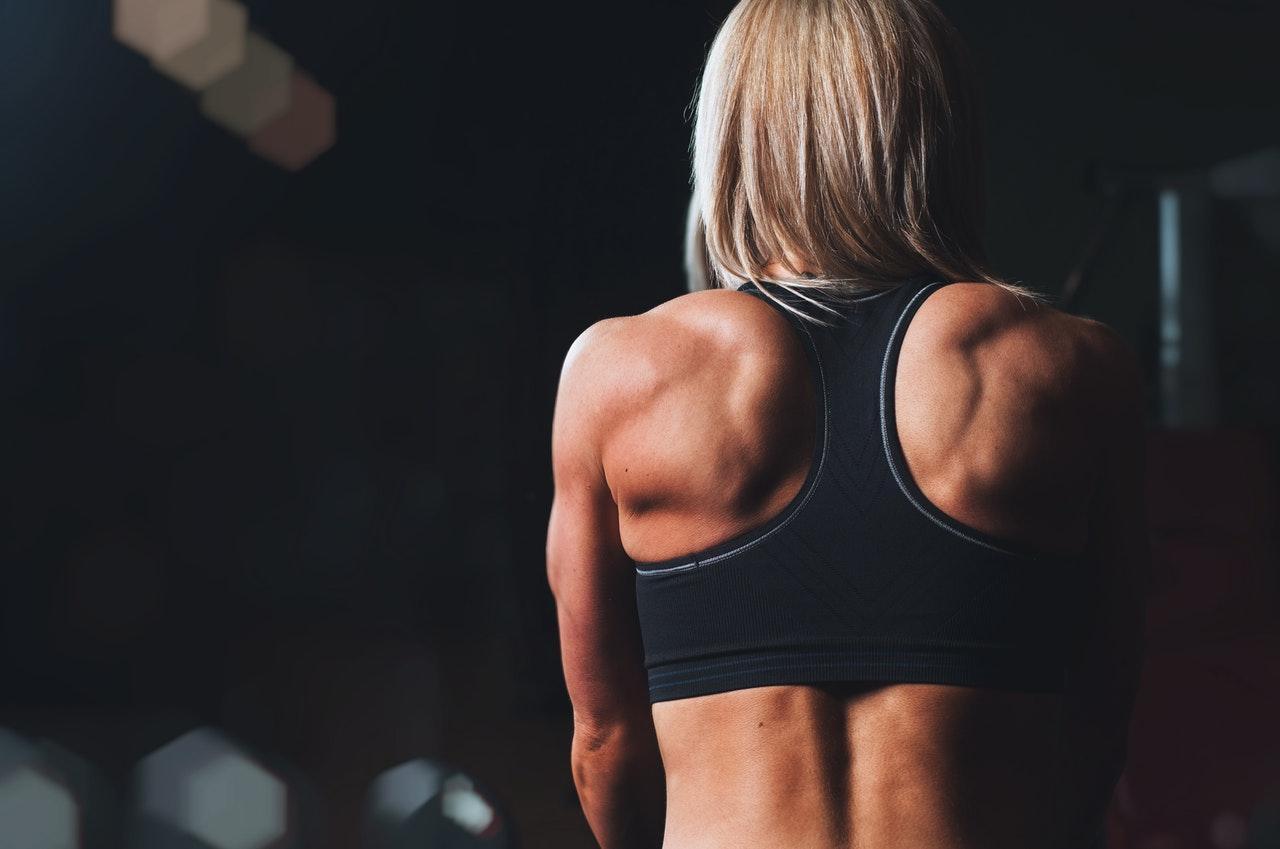 Exerciții pentru slăbit în zona umerilor | Secretele Caloriilor