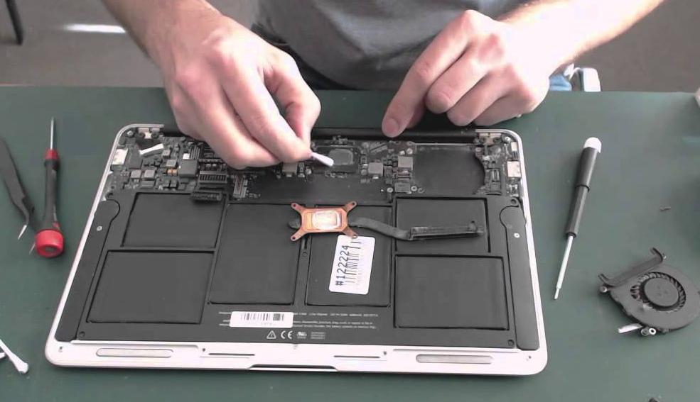 Cum sa iti cureti tastatura la laptop