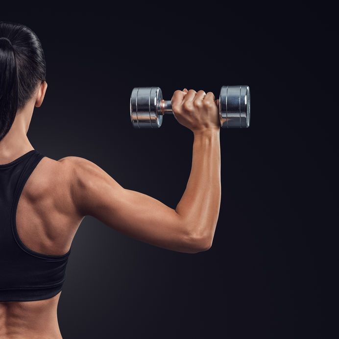 Antrenamentul cu greutăţi: beneficii în procesul de slăbire