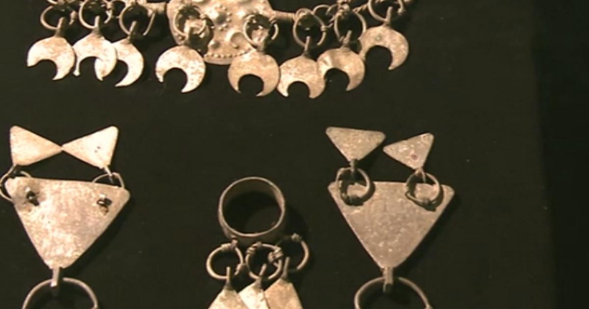 Tezaur recuperat. 18 bijuterii dacice sunt expuse la Muzeul Național de Istorie a României